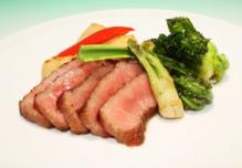 和牛ステーキ 旬野菜添え